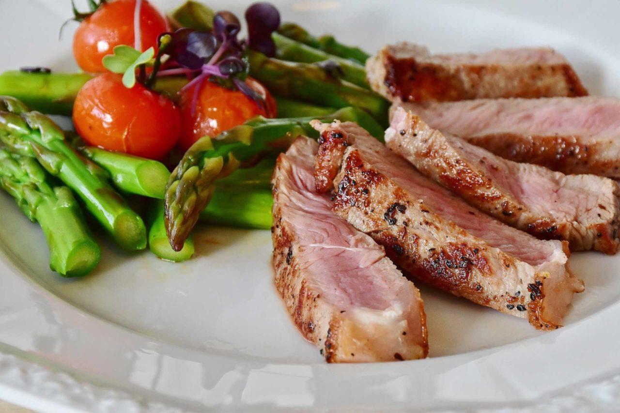 Ferro-basso-Ecco-cosa-mangiare-e-come-aumentarne-lassorbimento-durante-i-pasti-1280x853.jpg