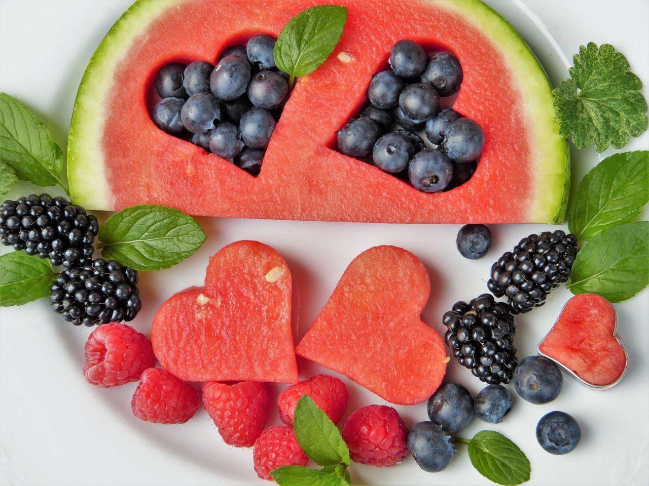 Frutta-lontano-dal-pasto-Quale-la-verità