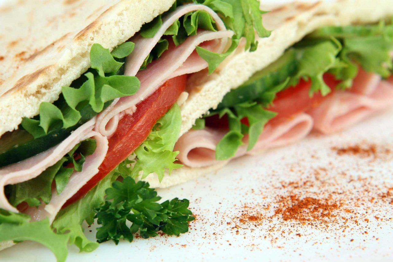 Pausa-pranzo-al-bar-oltre-al-panino-c'è-di-più2